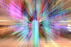摘要放大或迅速移动长的曝光一条五颜六色的丝带 免版税库存图片
