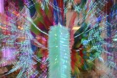 摘要放大或迅速移动长的曝光一条五颜六色的丝带 免版税图库摄影