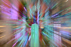 摘要放大或迅速移动长的曝光一条五颜六色的丝带 免版税库存照片