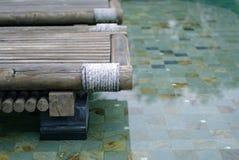 摘要放松在水池 免版税库存照片