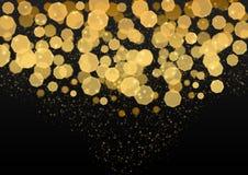摘要明亮的金黄光、闪烁和Bokeh在黑暗的背景中 免版税库存照片