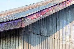 摘要老修造的屋顶和墙壁 库存照片