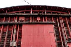 摘要老红色仓库大厦墙壁 库存照片
