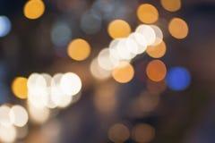 摘要被弄脏的夜城市光 迷离背景概念 都市风景迷离在蓝色小时 迷离墙纸概念 模糊在附近 库存照片