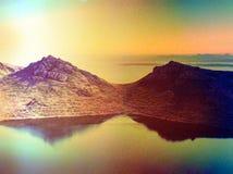 摘要 小湖山的和苏格兰高地 风景 免版税库存照片