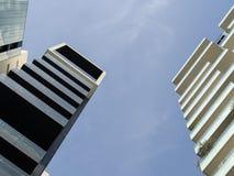 摩天大楼低角度视图 库存照片