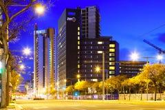 摩天大楼区域晚上视图。巴塞罗那 免版税库存图片