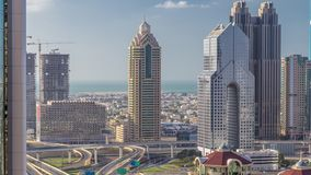 摩天大楼和公路交叉点鸟瞰图在迪拜timelapse 股票录像