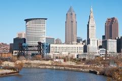 摩天大楼和河 免版税库存图片