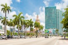 摩天大楼和自由在街市迈阿密耸立 免版税库存照片