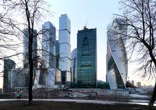 摩天大楼国际商业中心(城市)在晚上,莫斯科,俄罗斯 免版税图库摄影