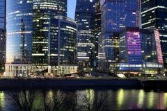 摩天大楼国际商业中心(城市)在晚上,莫斯科,俄罗斯 免版税库存照片