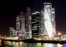 摩天大楼国际商业中心(城市)在晚上,莫斯科,俄罗斯 图库摄影