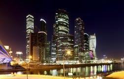 摩天大楼国际商业中心(城市)在晚上,莫斯科,俄罗斯 库存图片