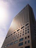 摩天大楼在一明亮的天 图库摄影