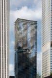 摩天大楼在城市,芝加哥,库克县, I低角度视图  图库摄影