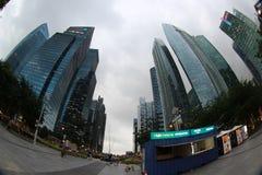 摩天大楼在新加坡的中心 免版税库存照片