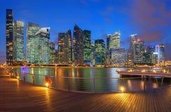 摩天大楼在日落的,地平线新加坡 免版税库存照片
