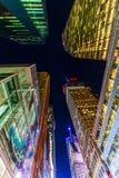 摩天大楼在曼哈顿, NYC,在晚上 免版税图库摄影