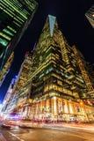 摩天大楼在曼哈顿, NYC,在晚上 免版税库存照片