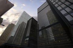 摩天大楼在街市多伦多,财政区 库存图片