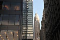 摩天大楼在街市曼哈顿 库存照片