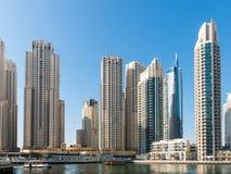 摩天大楼在迪拜的小游艇船坞区 图库摄影