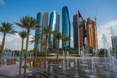 摩天大楼在阿布扎比,阿拉伯联合酋长国 免版税库存图片