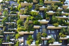 摩天大楼垂直的森林在米兰 图库摄影