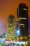 摩天大楼夜视图在巴塞罗那 免版税库存图片