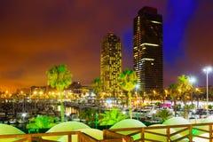 摩天大楼夜视图从口岸的在巴塞罗那 卡塔龙尼亚 免版税库存照片