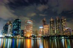 从摩天大楼大厦的光 库存图片