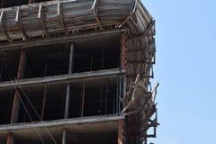 摩天大楼建筑,修建一个新的摩天大楼在城市 免版税图库摄影
