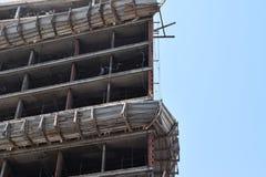 摩天大楼建筑,修建一个新的摩天大楼在城市 免版税库存图片