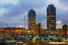 摩天大楼暮色看法从口岸的 巴塞罗那 免版税库存图片
