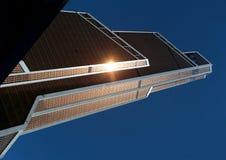 摩天大楼的一个现代明亮的塔的照片 库存图片