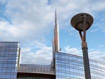 摩天大楼的低角度视图 免版税库存图片