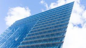 摩天大楼看法云彩的在杜塞尔多夫 德国 免版税图库摄影