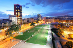 摩天大楼看法在Carrer de塔拉贡纳街,巴塞罗那上的 免版税库存图片