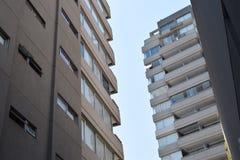 摩天大楼离开为天空的,商业大厦 免版税库存照片