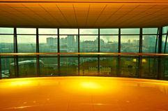 摩天大楼从一个红色窗口的新加坡市 图库摄影
