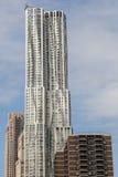 摩天大楼8云杉街道由弗兰克・盖里设计了在曼哈顿,纽约 图库摄影