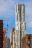 摩天大楼8云杉街道由弗兰克・盖里设计了在曼哈顿,纽约 免版税图库摄影