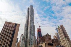 摩天大楼8云杉街道由弗兰克・盖里设计了在曼哈顿,纽约 库存图片