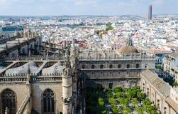 摩天大楼Cajasol,大教堂,安大路西亚,西班牙的看法从Giralda的 免版税库存图片