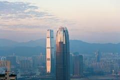 摩天大楼IFC上面在夜之前 免版税库存照片