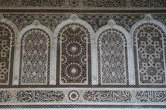 摩尔人样式灰泥的细节在马拉喀什 免版税库存照片