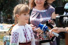 摩尔多瓦全国衣裳的女孩  免版税图库摄影