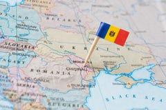 摩尔多瓦地图和旗子别针 免版税库存图片