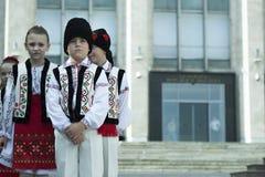 摩尔多瓦的全国服装的孩子 免版税库存照片